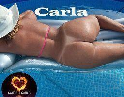 Carla toda nua na piscina