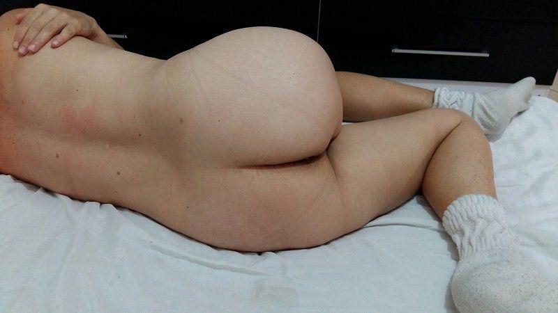 Minha irma na cama peludinha e mostra seus seios lindos - 2 part 5