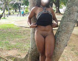Mulata pelada em público