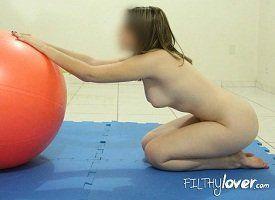 Esposa gostosa fazendo Pilates nua