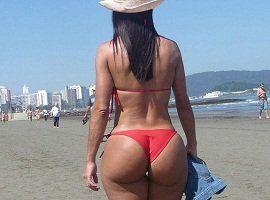 Fotos da rabuda de biquíni na praia