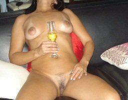 Esposa se exibindo nua no motel