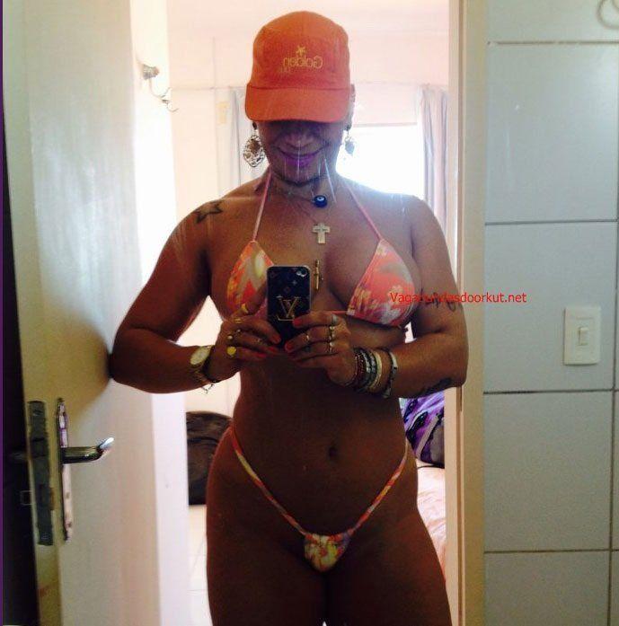 Corno libera a esposa com marquinha de bikini - 2 part 5