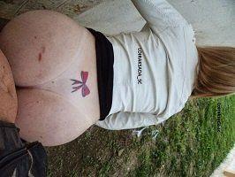 Loira rabuda tatuada fazendo sexo