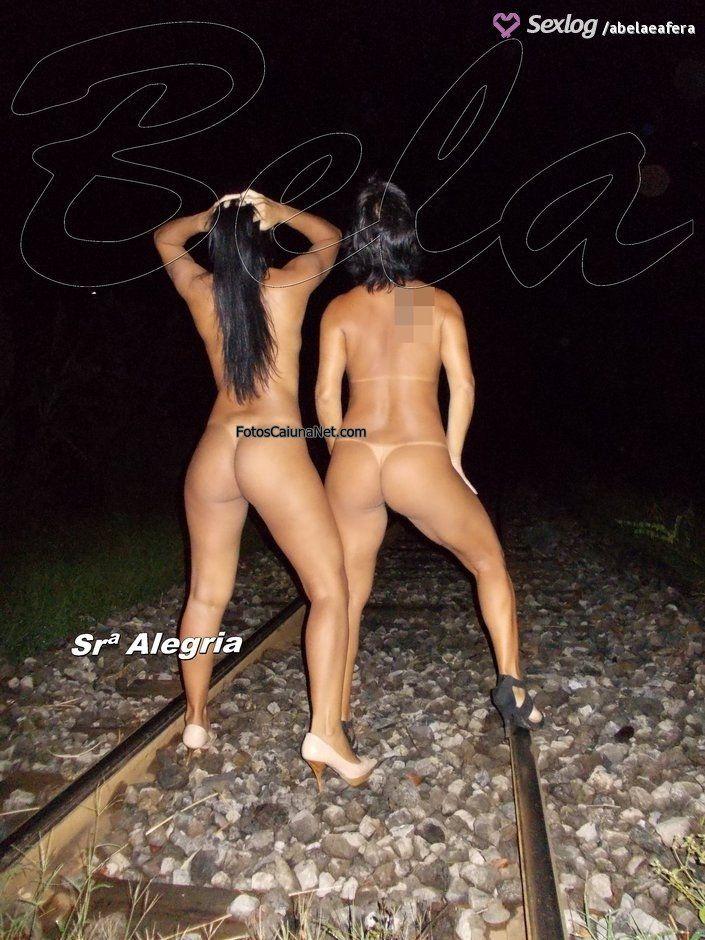 Corno libera a esposa com marquinha de bikini - 3 7