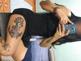 Esposa gostosa tatuada pelada