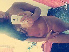 Novinha gostosa e seus selfies peladinha