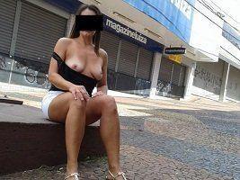 Raquel se exibindo pelada em publico