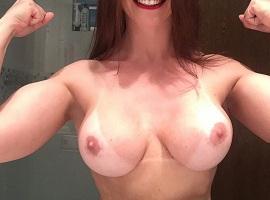 Selfies de uma amadora gostosa pelada musculosa