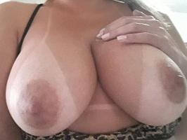 Carol amadora gostosa mostrando os peitos