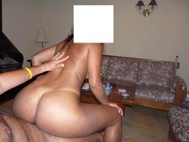 Morena gostosa amadora em fotos de sexo com o marido