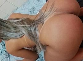 Fotos de uma mega loira e sua bunda gostosa