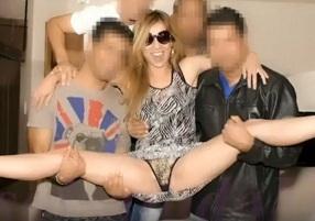 Sra KsalSafadoMG participando de um gang bang