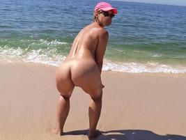 Loira gosta de ir a praia fazer sexo