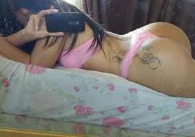 Novinha tatuada e sua bunda gostosa demais