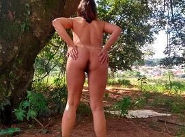 Show de exibicionismo da Raquel pelada no mato